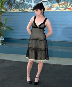 pauley_perrette_risen_magazine_photoshoot_april_2006_4_D4iQe4S.sized