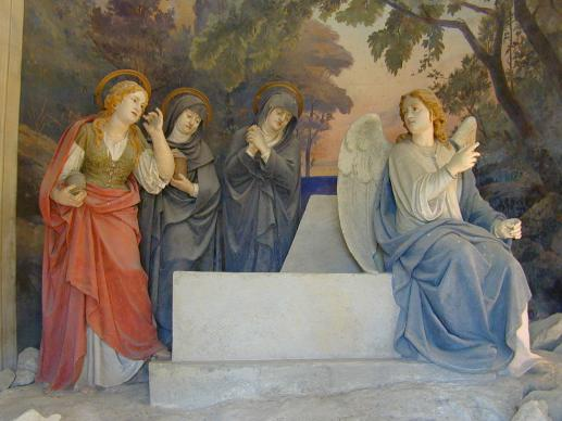 The finding of the Empty Tomb of Christ, 'Sacro Monte di Crea.' Statues by Antonio Brilla, 1889. (Public domain).